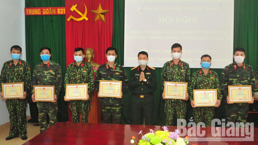 Bộ CHQS tỉnh Bắc Giang: Khen thưởng 10 cán bộ, quân nhân trong công tác phòng, chống dịch